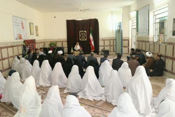 دانش آموز مکتب امام حسین عزتمند و سربلند است.