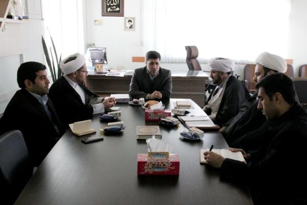 گفتمان های انقلابی  در مدارس برگزار می شود/ فعالیت 900 امام جماعت روحانی و فرهنگی