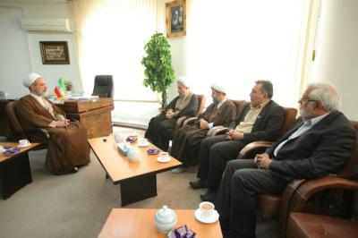 دیدار رئیس کمیته همکاریهای استان فارس با آیت الله اعرافی + تصاویر
