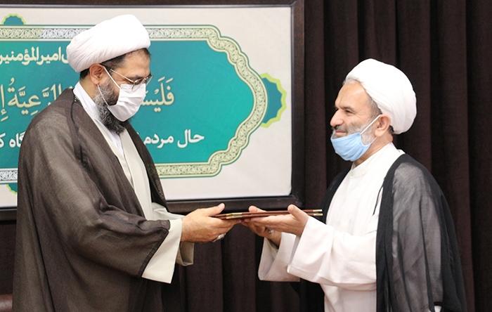 تقدیم ابلاغ  ریاست کمیته همکاری های همدان به نماینده ولی فقیه در استان
